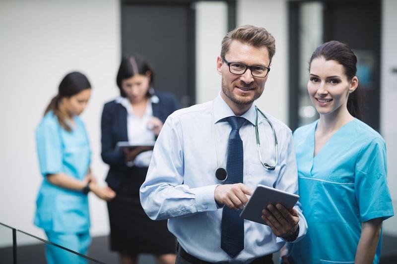 Bluza dla medyka musi być uniwersalnym rozwiązaniem